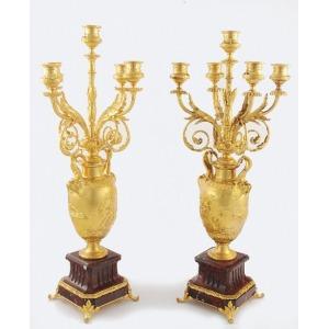 Ferdinand BARBEDIENNE (1810-1892) - odlewnia, Para kandelabrów 5-świecowych, 4-ramiennych, w formie amfor