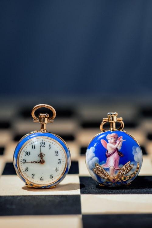 Zegarek z motywem anioła