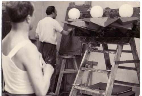 Marek Piasecki - Z pracowni art. rzeźbiarza Józefa Potempy, l. 50. Odbitka żelatynowo-srebrowa, vintage print...