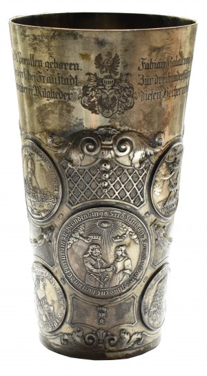 Niemcy, XVII-XIX wiek, srebrny puchar rodziny Kalau vom Hofe z jedenastoma monetami i medalami, J.Höhn, RARYTAS!