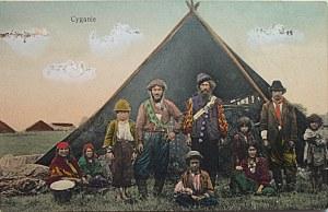 """[POCZTÓWKA]. Cyganie. Warszawa [ok. 1905/10]. Wydawnictwo K. Wojutyńskiego. Fotogr. z Teki """"Wsi Ilustrowanej""""..."""