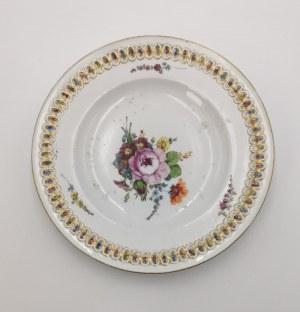 MIŚNIA, CHURFÜRSTLICHE PORZELLAN FABRIQUE, Talerz z dekoracją kwiatową i reliefem