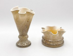 Para wazonów o falbaniastych kołnierzach