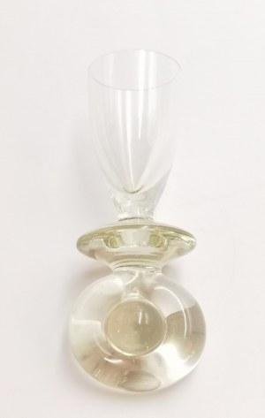 Kieliszek-kulawka w formie smoczka