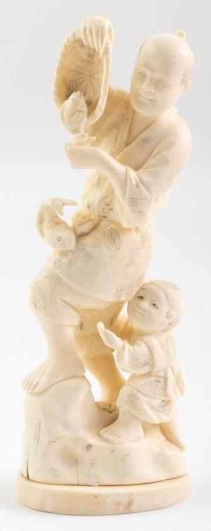 OKIMONO, RYBAK Z DZIECKIEM, Japonia, XX w.