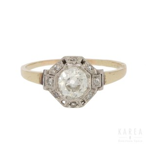 An Art Deco diamond ring, 1920s-30s