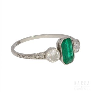 An emerald ring, early 20th century