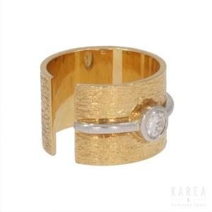 A brilliant cut diamond set ring, contemporary