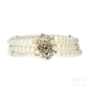 A pearl bracelet