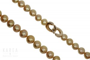 A Pinctada Maxima Gold Lip pearl necklace