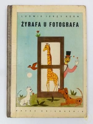 Kern Ludwik Jerzy, Żyrafa u fotografa [wydanie I][ilustracje Kazimierz Mikulski]