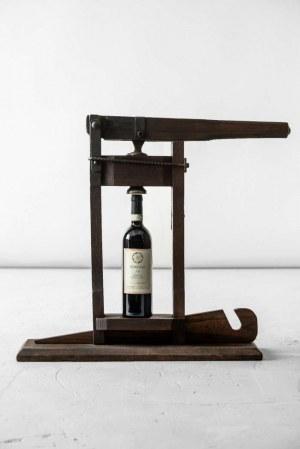 Przyrząd do korkowania wina