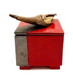 Małgorzata Tazbir, Pojemnik czerwony z metalicznym brązem