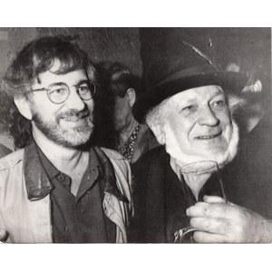 fotografia Steven Spielberg i Piotr Skrzynecki w Piwnicy pod Baranami [Kraków 18.06.1992]