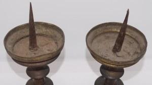para póżnogotyckich świeczników z mosiądzu