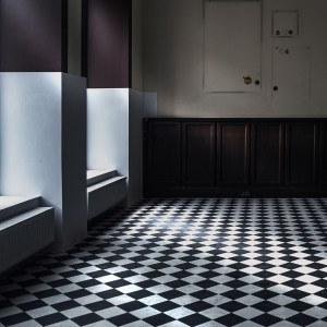 Marta Leśniakowska (ur. 1950), Pusty pokój nr 24. Hommage a Vermeer, 2021