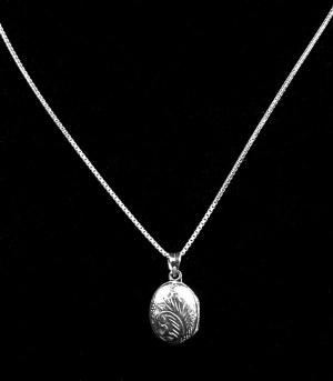 Srebrny wisior z łańcuszkiem