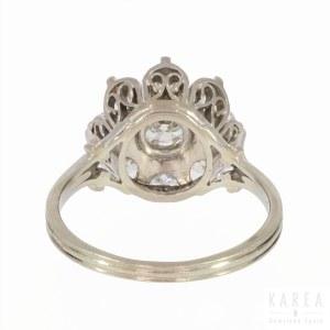 A daisy diamond ring, France, 20th century