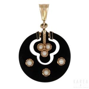 An onyx pendant, early 20th century