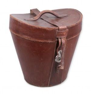Zestaw cylinder, melonik i kufer