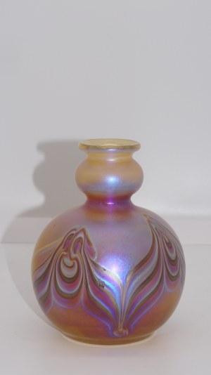 wazonik secesyjny, szkło opalizujące w typie Loetza