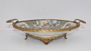patera z chińskiej porcelany zakuwana brązem, Francja XIX w.