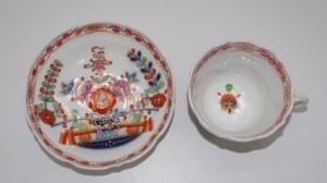 filiżanka ze spodkiem w dekoracji chinoiserie Miśnia XIX w.