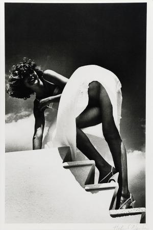 Helmut NEWTON (1920-2004), Biała sukienka