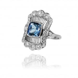 Platynowy pierścionek w stylu Art Deco z tanzanitem ~2,50ct oraz brylantami