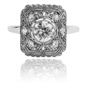 Pierścionek w stylu Art Deco z diamentami