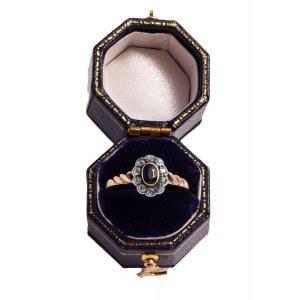 Pierścionek z szafirem oraz diamentami wykonany ze złota