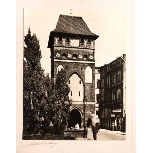 MALBORK. Brama Mariacka, ok. 1925; fot. cz.-b., naklejona na arkusz pa ...