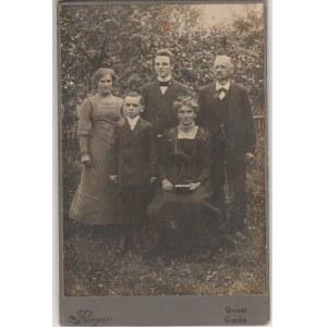 WRONKI. Fotografia pięciu członków jednej rodziny, wykon. Flieger,  ...