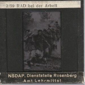 BERLIN. Szklany diapozytyw przedstawiający zdjęcie członków Służ ...