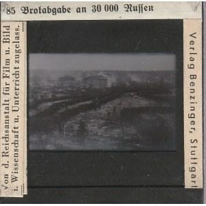 BERLIN. Szklany diapozytyw przedstawiający zdjęcie dostawy chleba dl ...
