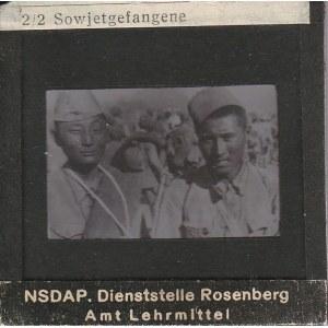 BERLIN. Szklany diapozytyw przedstawiający zdjęcie sowieckich jeńc