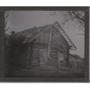 KOLONIA. Szklany diapozytyw przedstawiający zdjęcie drewnianego budy ...