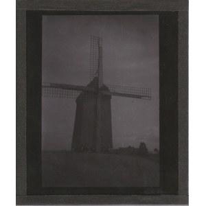 KOLONIA. Szklany diapozytyw przedstawiający zdjęcie wiatraka, wykon. ...