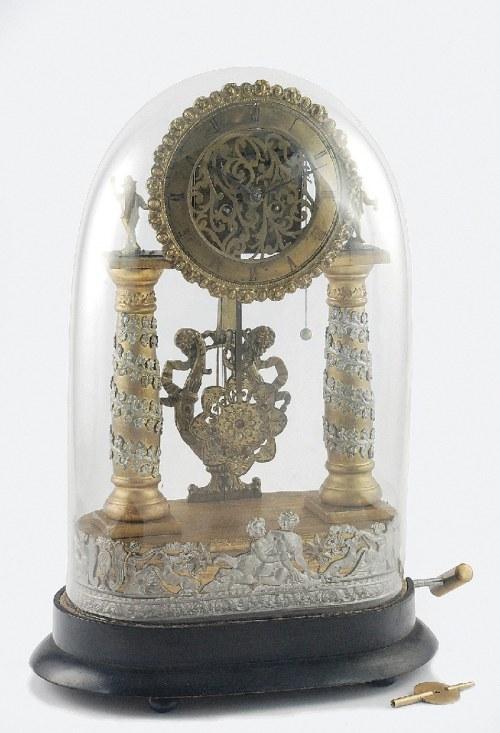 F. EINSIDL (mechanizm pozytywki), Zegar portykowy, z pozytywką, pod szklanym kloszem