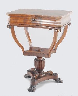 Stolik do robótek w stylu późnego biedermeieru