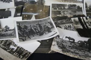 23 photographies figurant des Soldats