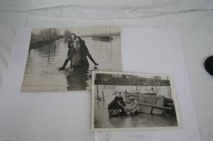 Lot de deux photographies figurant les Innondation de Londres (London Floods)