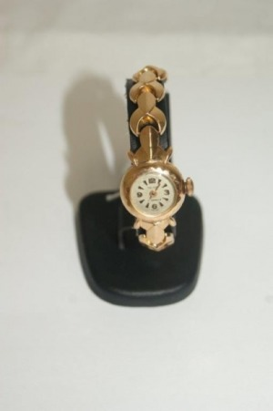 Montre de dame et son bracelet en or jaune. Poids brut : 21,64 g