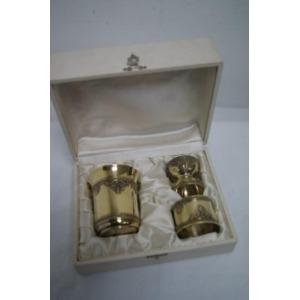 BOUIN TABURET Coffret, contenant une timbale, un coquetier et un rond de serviette en vermeil. Poids : 194 g