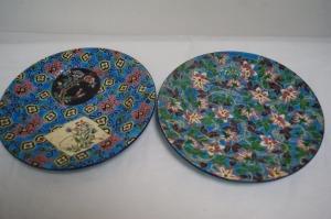 LONGWY Ensemble de deux assiettes en émaux. Diam.: 24 cm
