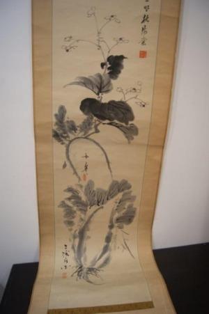 Lot de deux rouleaux chinois, l'un à décor de carpes, l'autre de végétaux.