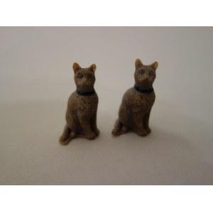Para figurek kotów inspirowanych sztuką egipską