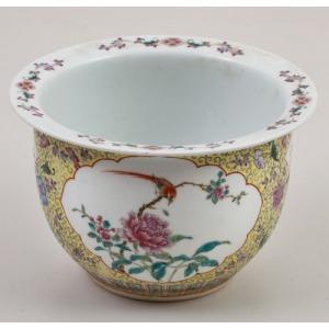 CACHE-POT, Chiny, Kanton, XIX w., Porcelana, farby naszkliwne, wys. 15,5 , śr. 23,5 cm