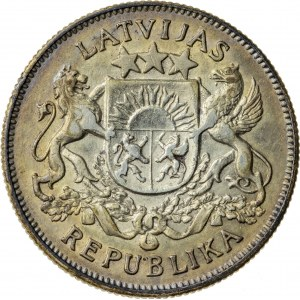 2 lati, 1923, Łotwa