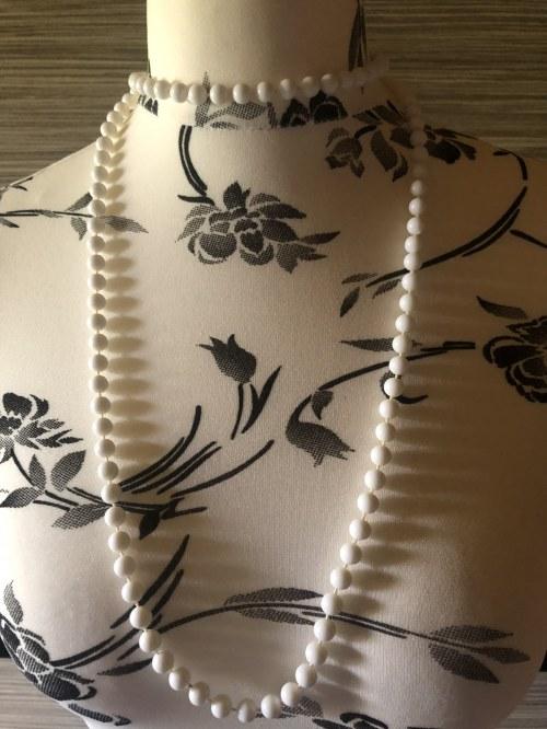 Vintage - sznur białych koralików - groszki